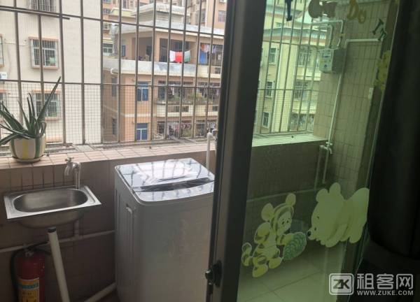 龙华民治地铁口公寓两房一厅出租-4