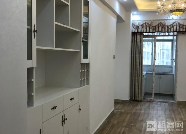 豪华装修,带家私2200..不带家私1700-2