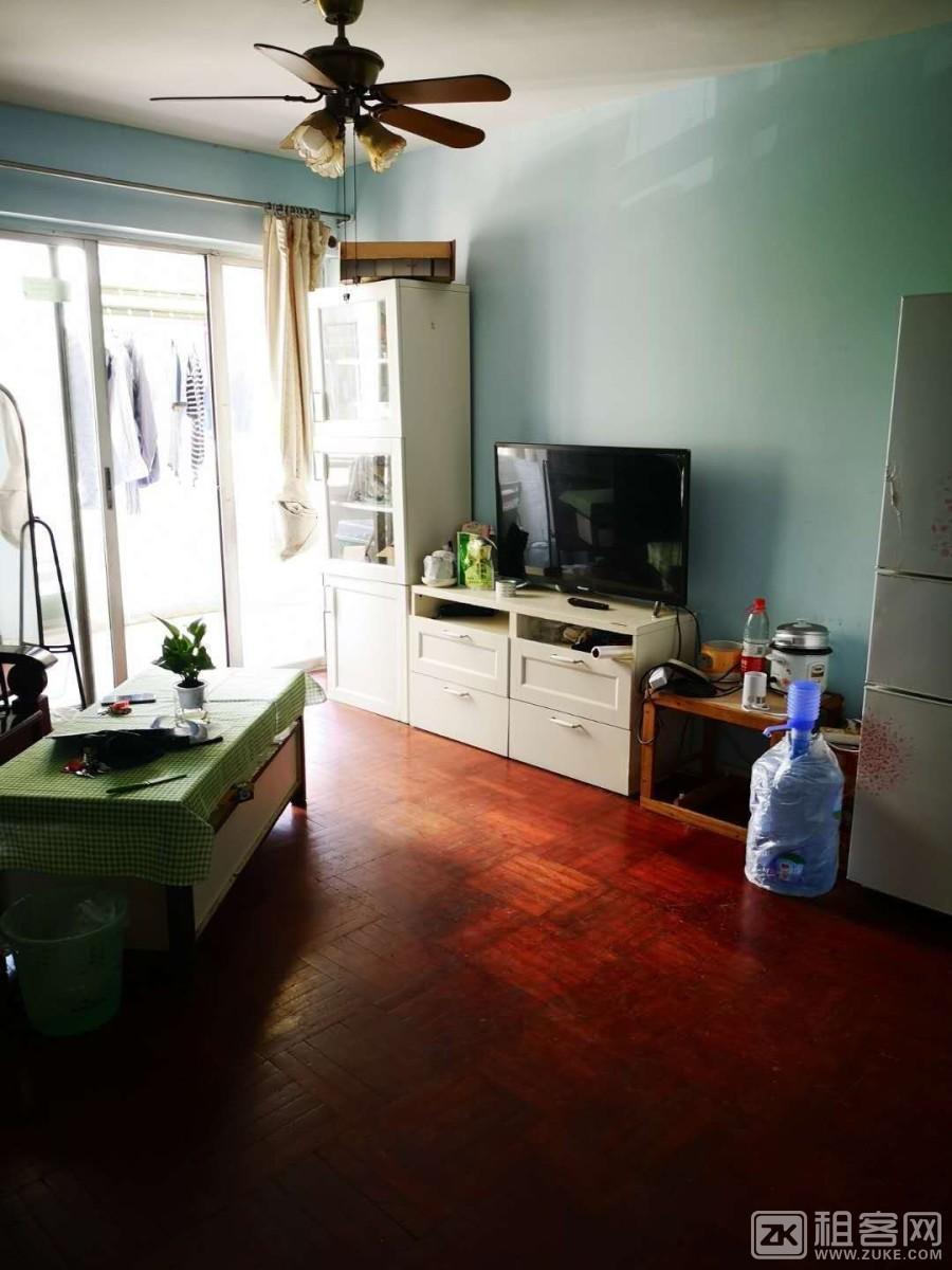四海公园旁,电梯房原结构次卧,带大客厅厨房