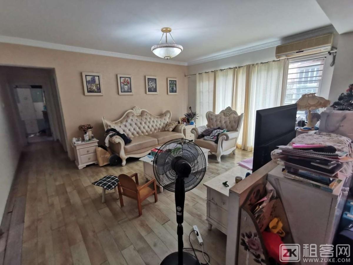 阳光棕榈园精装大三房两卫,家私全齐,租客到期。