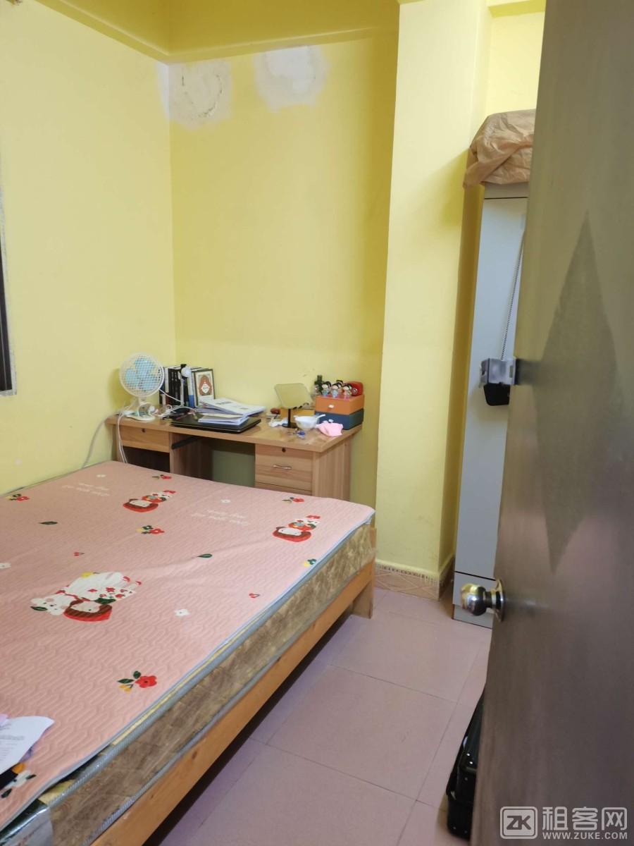 急转租两房一厅,拎包入住,楼下有餐饮店小吃,交通方便。